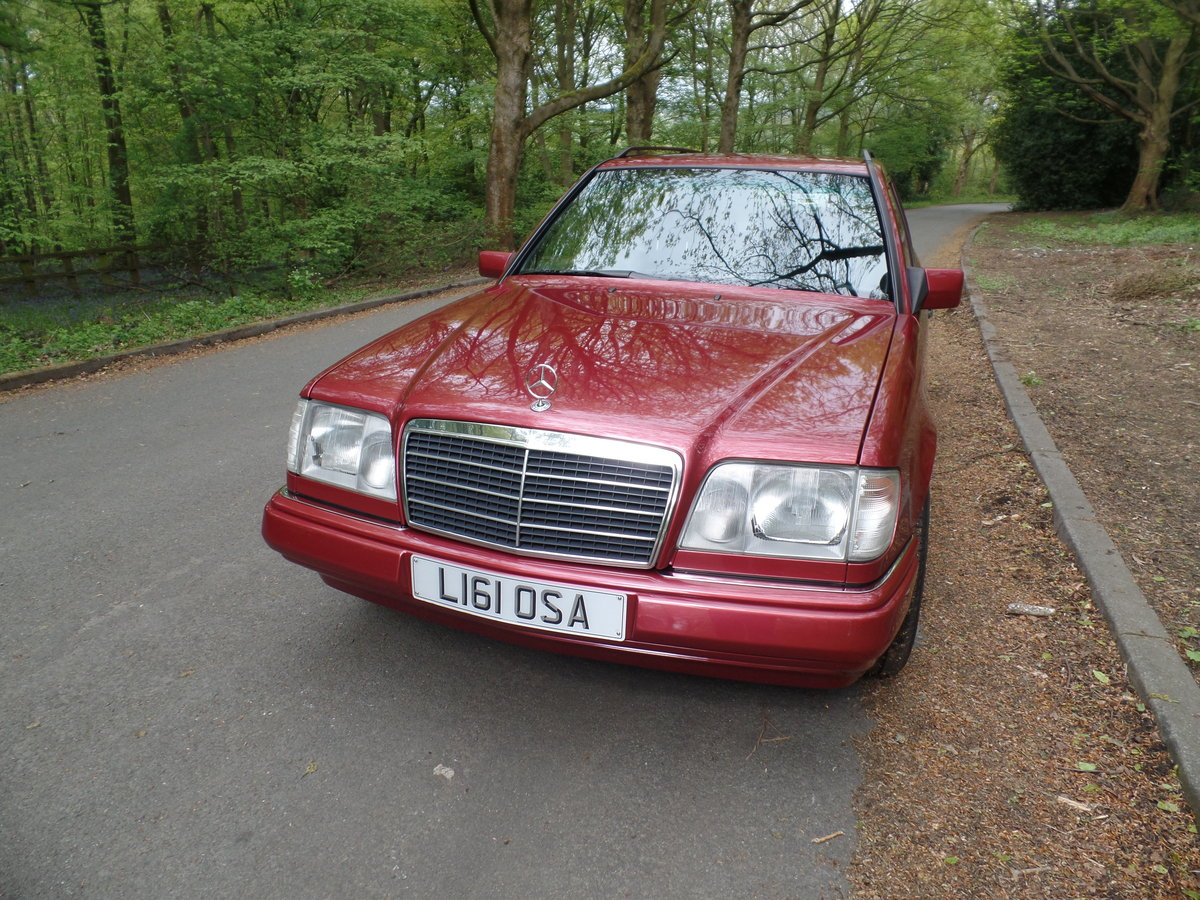 1993 Mercedes W124 E220 Estate SOLD (picture 2 of 6)