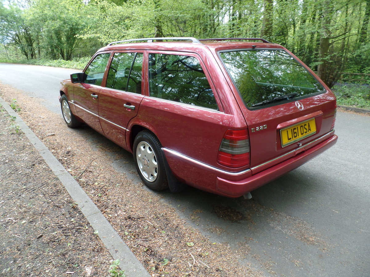 1993 Mercedes W124 E220 Estate SOLD (picture 4 of 6)