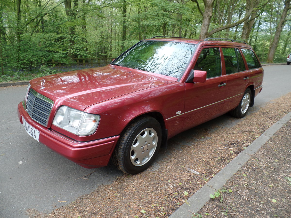 1993 Mercedes W124 E220 Estate SOLD (picture 6 of 6)