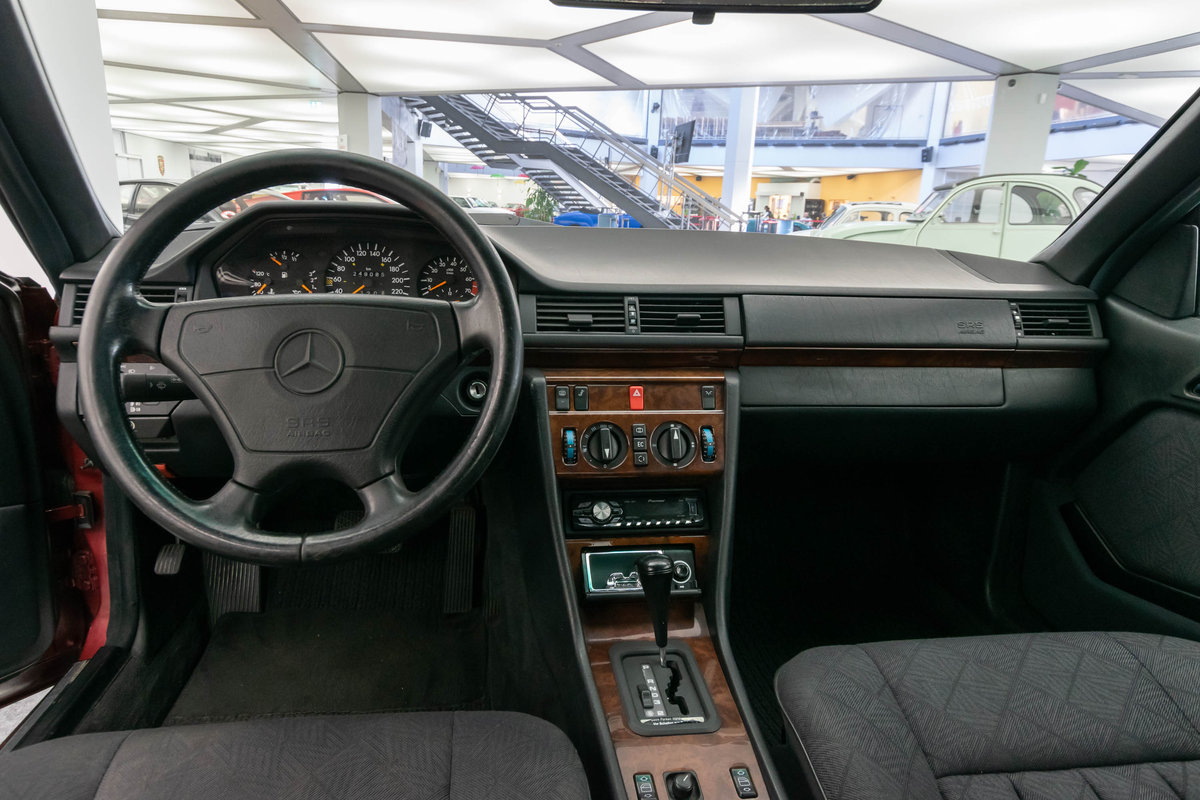 1994 Mercedes-Benz 220 CE LHD  For Sale (picture 6 of 6)