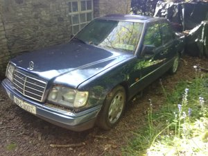 Beautiful Classic Mercedes 1993 EClass w124 220  For Sale
