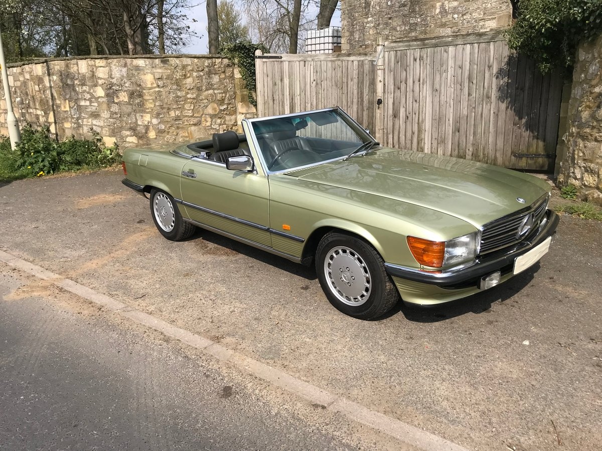 1986 Mercedes R107 SL300 For Sale (picture 2 of 6)