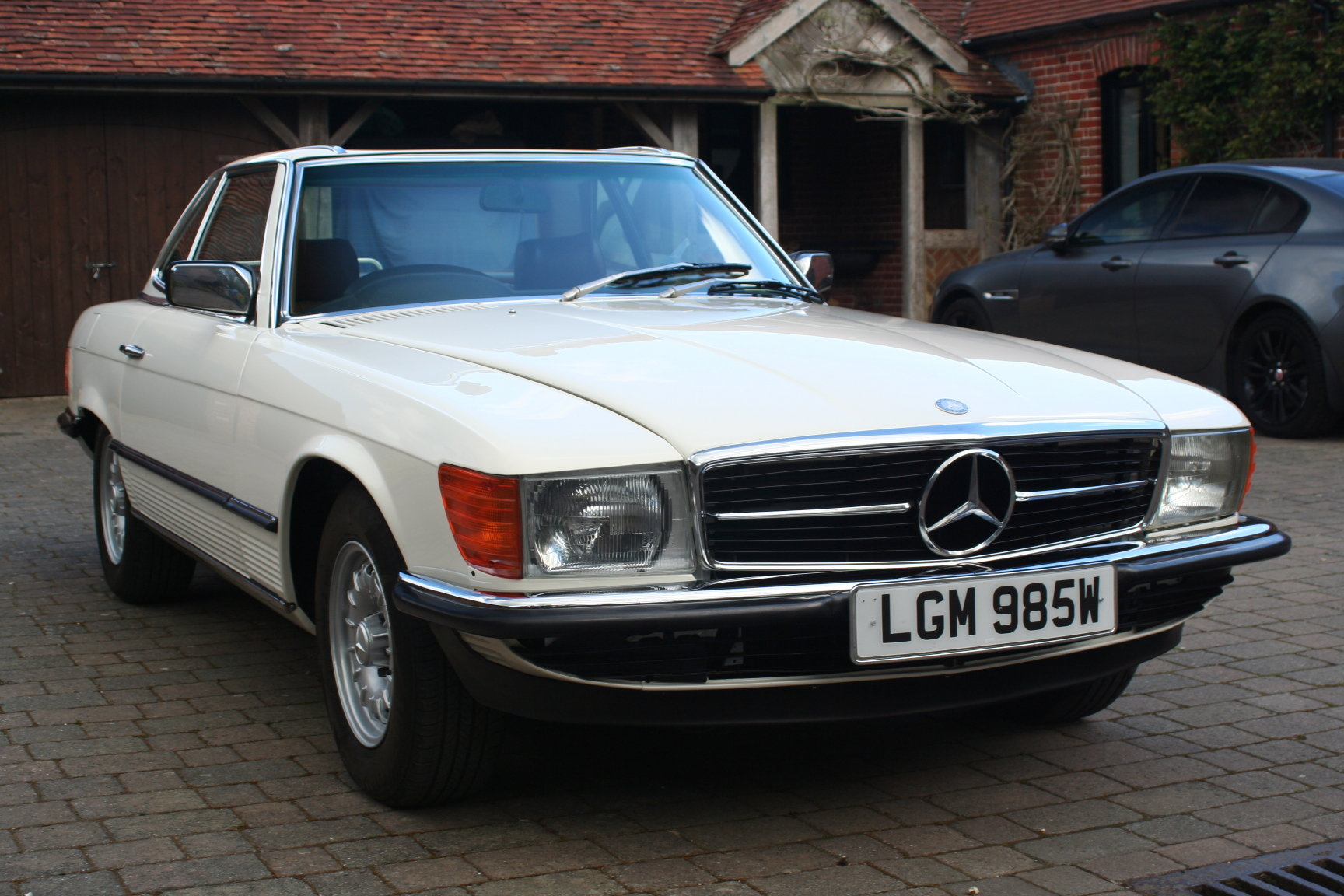 Mercedes-Benz 1981 R107 500SL Fully Restored For Sale (picture 2 of 6)