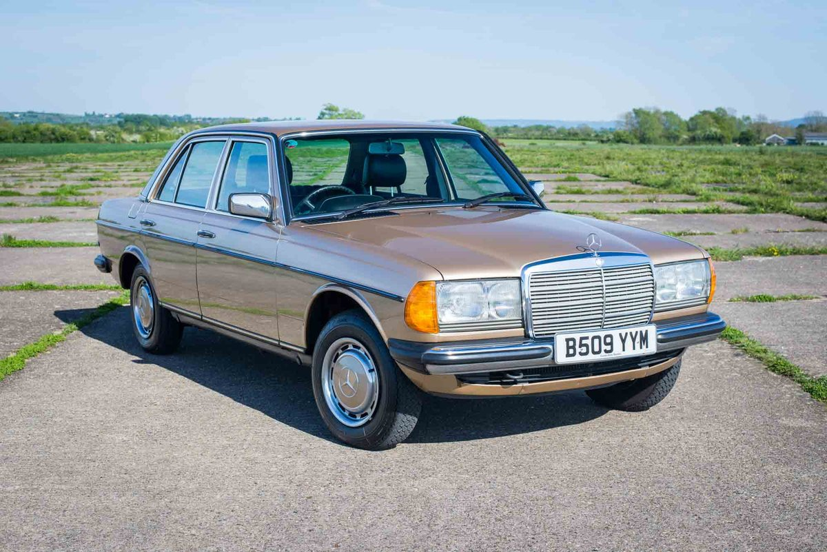 1985 Mercedes-Benz W123 230E - 35K Miles - Timewarp Condition SOLD (picture 1 of 6)