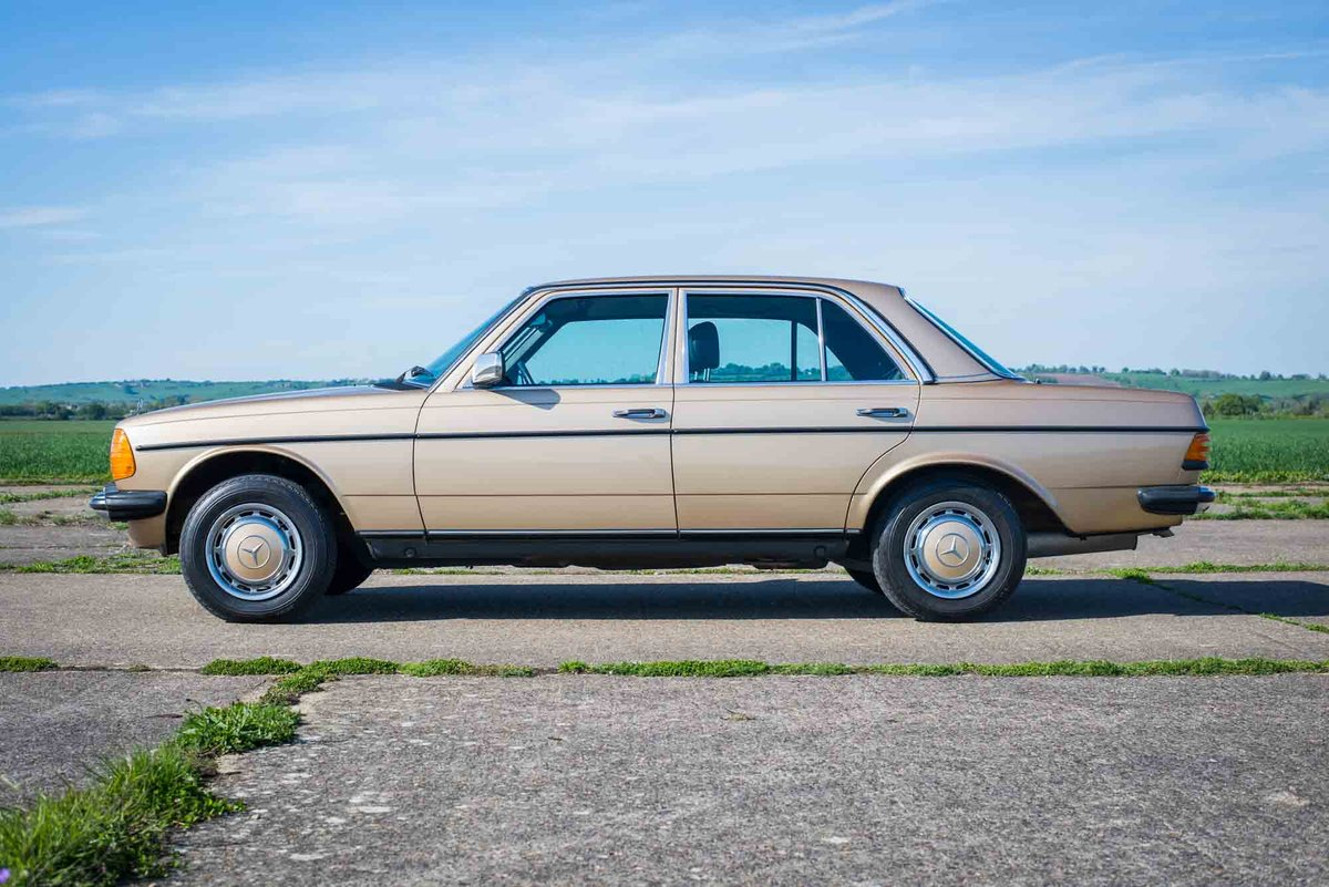 1985 Mercedes-Benz W123 230E - 35K Miles - Timewarp Condition For Sale (picture 2 of 6)
