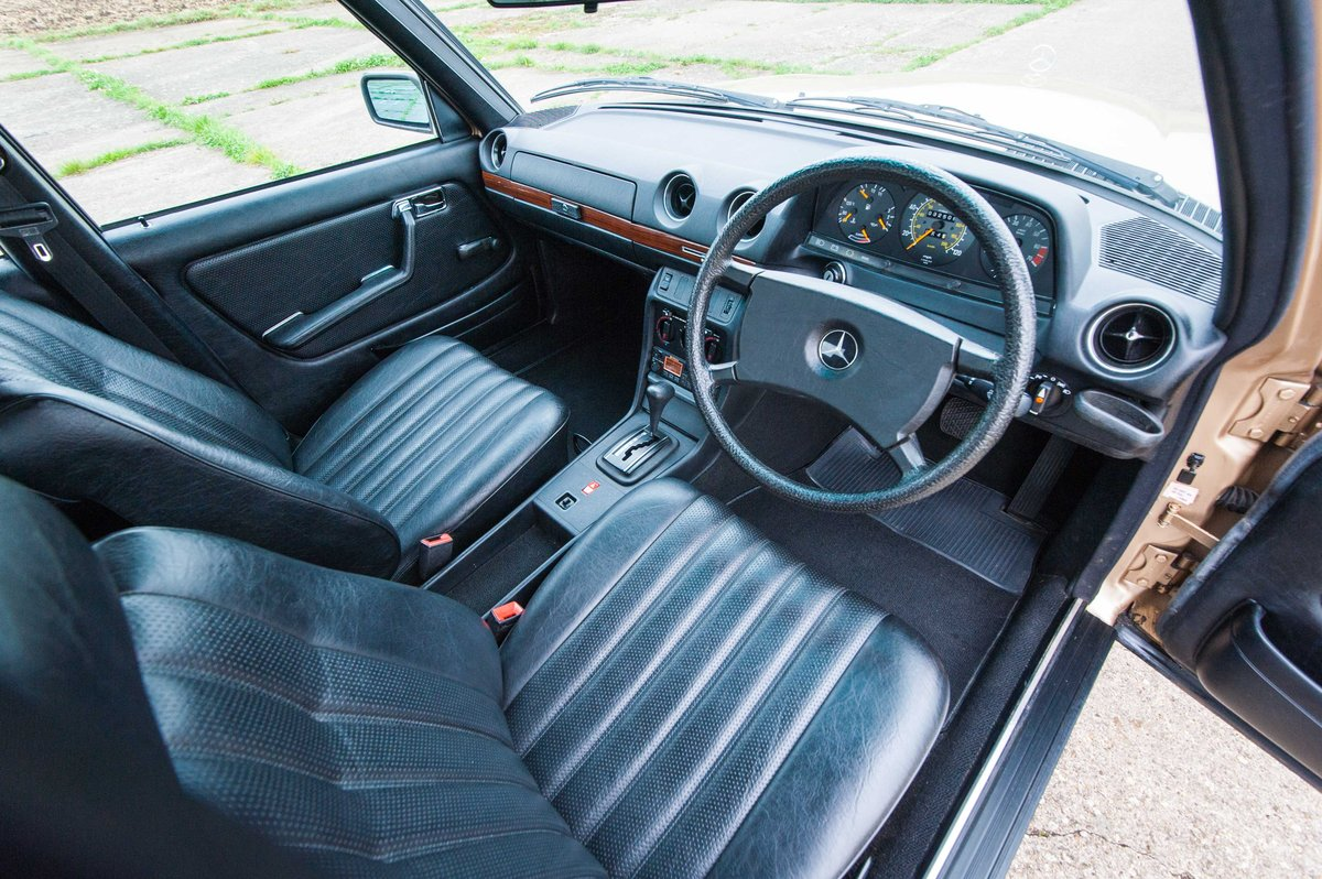 1985 Mercedes-Benz W123 230E - 35K Miles - Timewarp Condition For Sale (picture 4 of 6)
