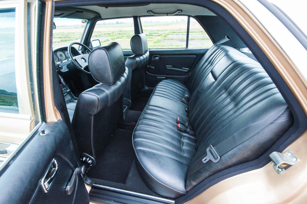 1985 Mercedes-Benz W123 230E - 35K Miles - Timewarp Condition SOLD (picture 5 of 6)