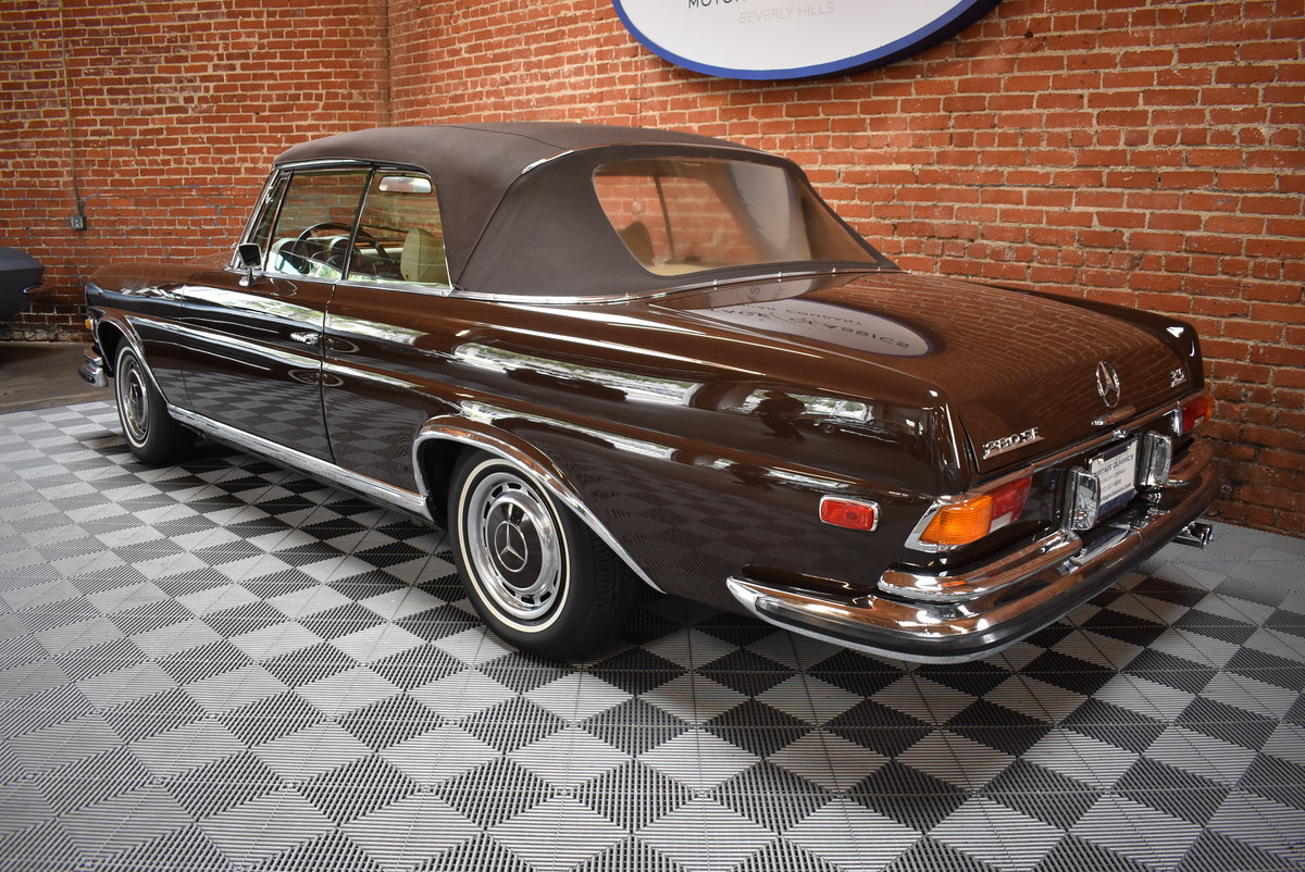 1971 Mercedes Benz 280SE 3.5 Cabriolet SOLD (picture 2 of 6)