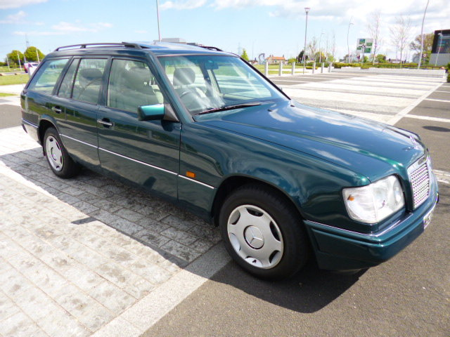 1996 MERCEDES W124 ESTATE    VERY VERY LOW MILEAGE SHOW CAR  For Sale (picture 1 of 6)
