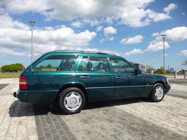 1996 MERCEDES W124 ESTATE    VERY VERY LOW MILEAGE SHOW CAR  For Sale (picture 2 of 6)