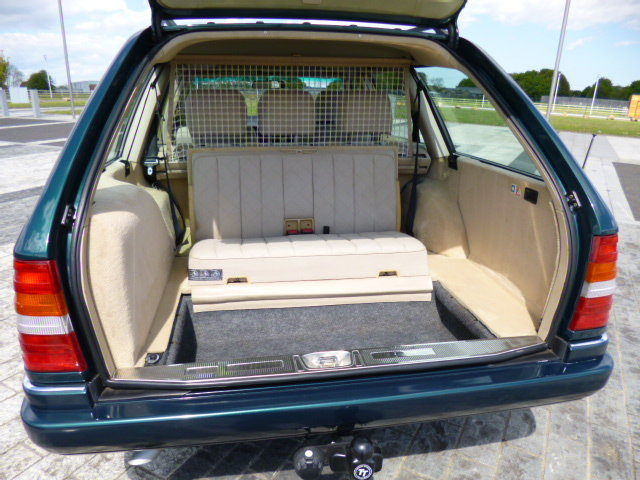 1996 MERCEDES W124 ESTATE    VERY VERY LOW MILEAGE SHOW CAR  For Sale (picture 4 of 6)