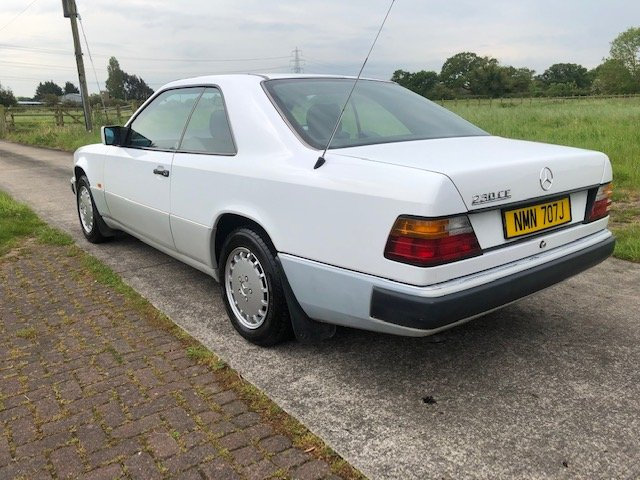 1990 Beautiful Mercedes W124 E230 Coupe 5 Speed Man For Sale (picture 3 of 6)