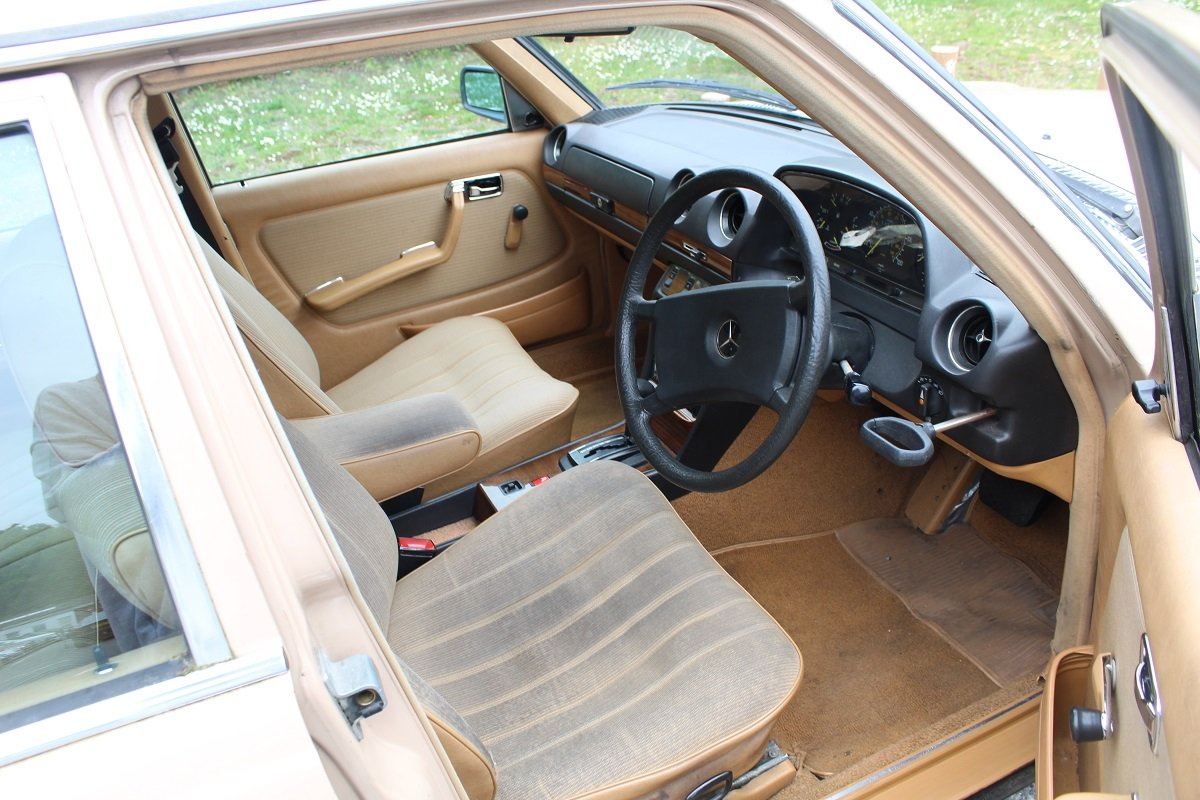 Mercedes 200 Auto 1982 - To be auctioned 26-07-19 For Sale by Auction (picture 3 of 6)