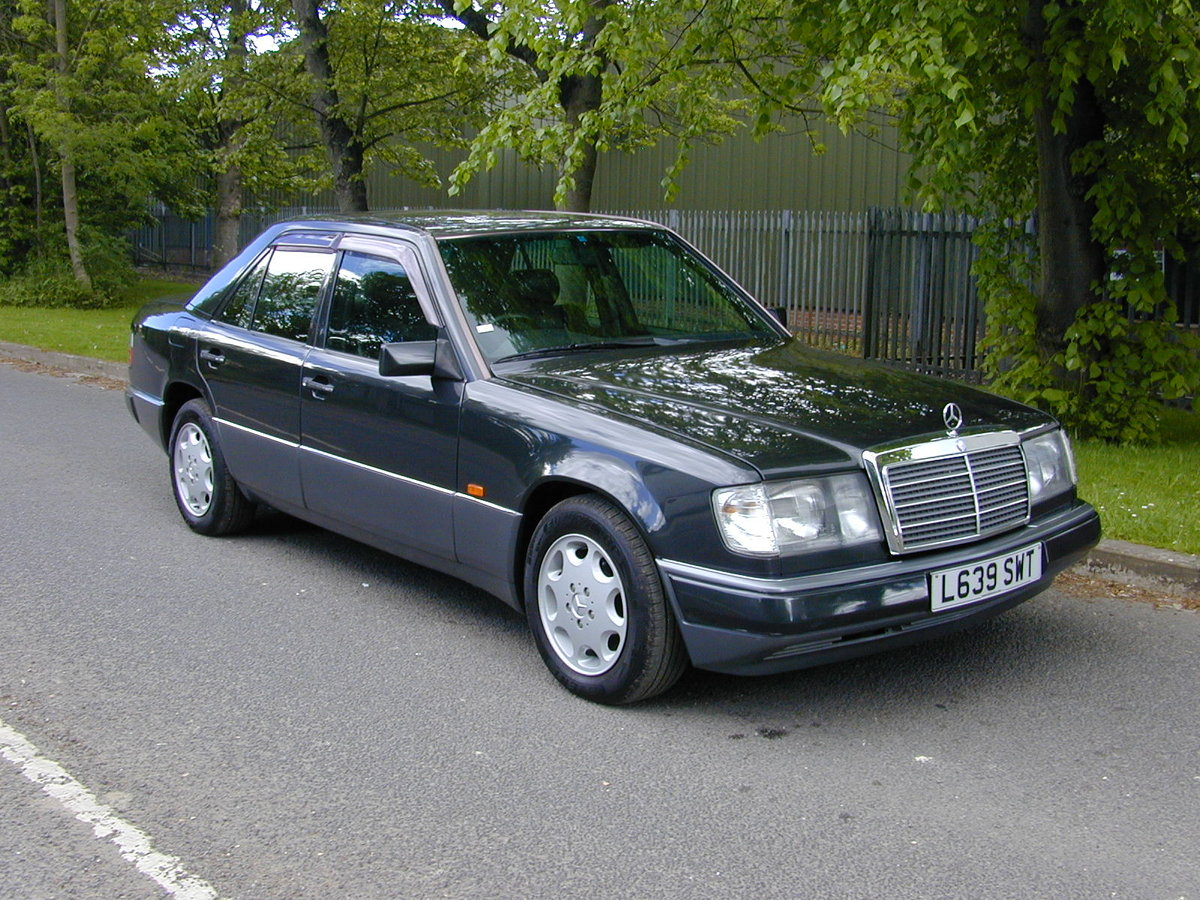 1993 MERCEDES BENZ W124 320e Saloon RHD - Ex Japan - EXCEPTIONAL! For Sale (picture 1 of 6)