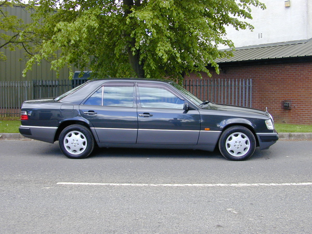 1993 MERCEDES BENZ W124 320e Saloon RHD - Ex Japan - EXCEPTIONAL! For Sale (picture 2 of 6)