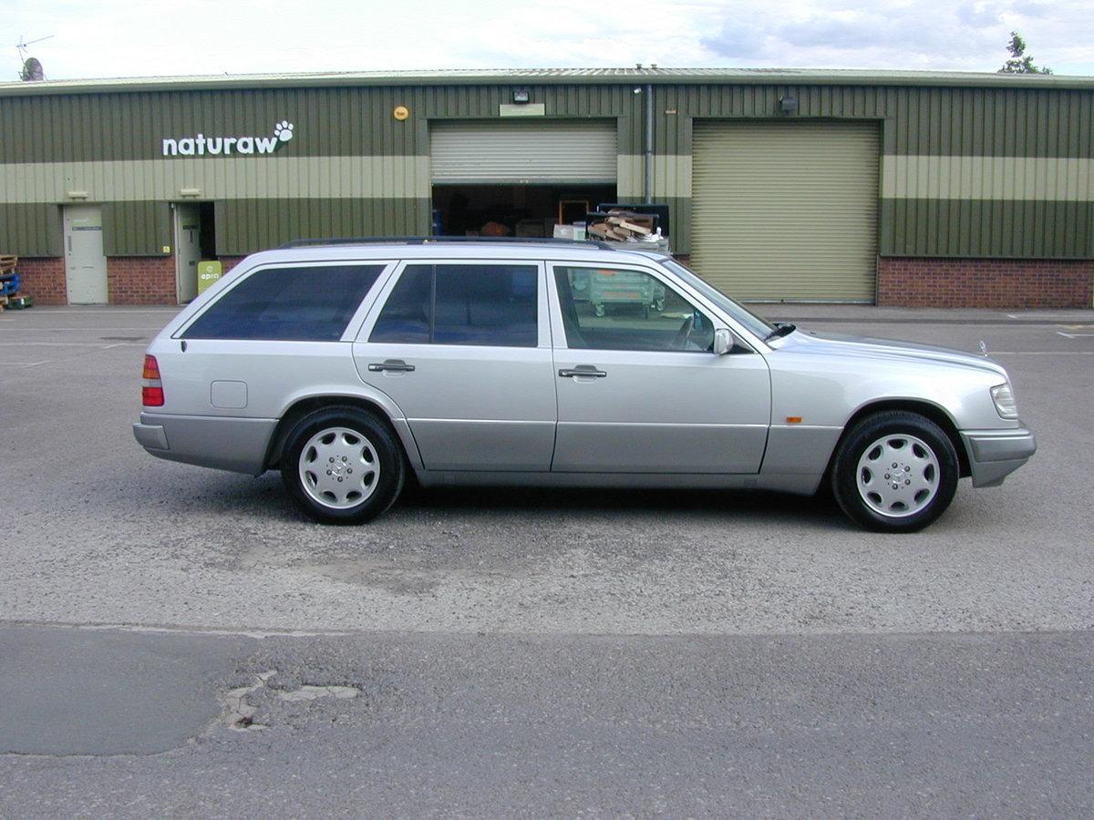 1994 MERCEDES BENZ W124 E320 ESTATE 7 SEAT AUTO RHD - EX JAPAN For Sale (picture 2 of 6)