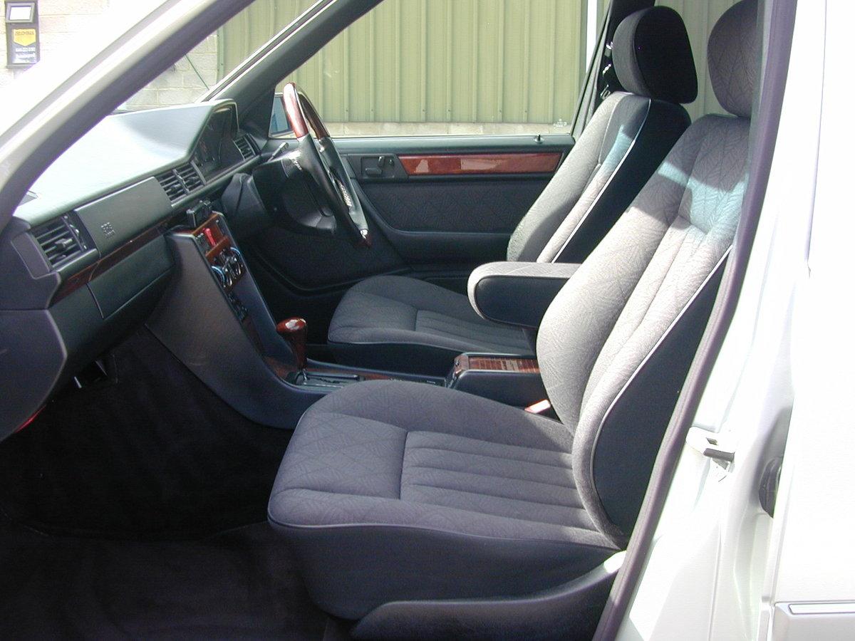 1994 MERCEDES BENZ W124 E320 ESTATE 7 SEAT AUTO RHD - EX JAPAN For Sale (picture 5 of 6)