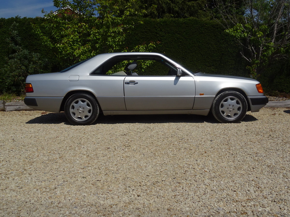 Mercedes Benz W124 CE230 Coupe – Stunning Car For Sale (picture 3 of 6)
