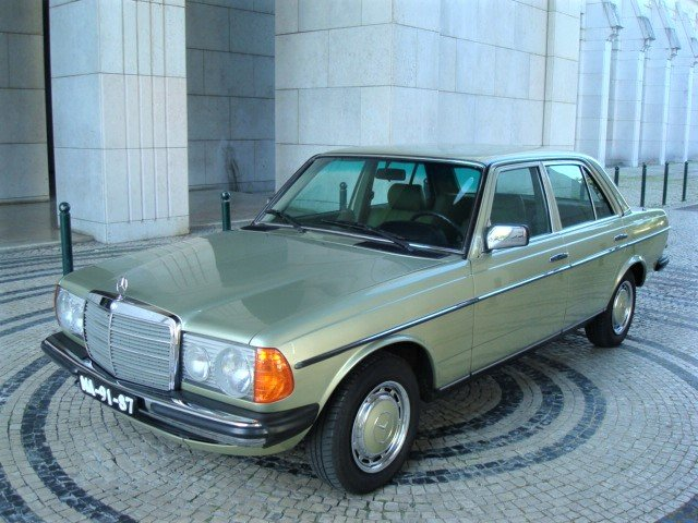 1982 Mercedes-Benz 230 E (W123) For Sale (picture 1 of 6)