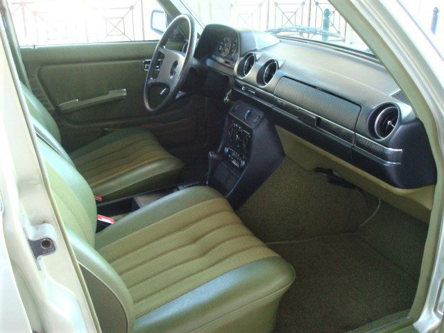 1982 Mercedes-Benz 230 E (W123) For Sale (picture 3 of 6)