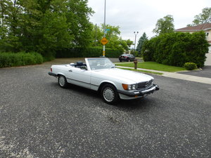 1987 Mercedes 560SL Two Tops Very Presentable - For Sale