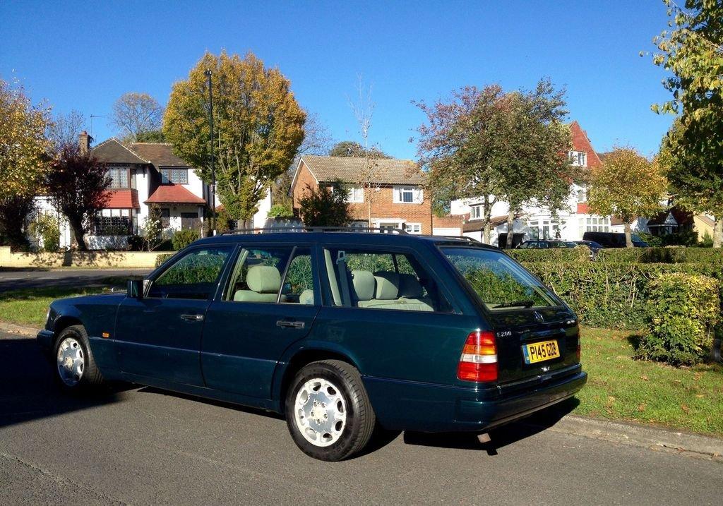 1996 Mercedes E200 Estate P reg 4dr For Sale (picture 2 of 6)