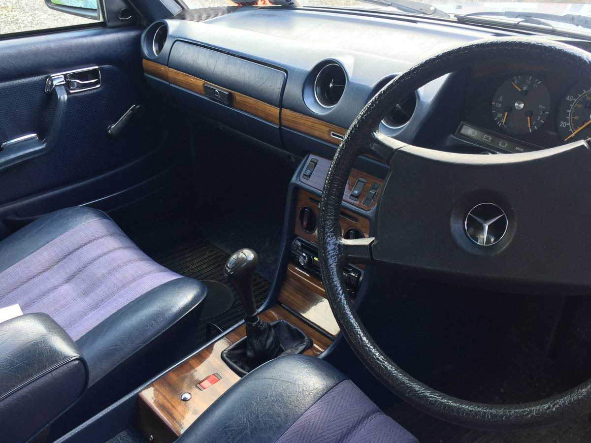 1982 Mercedies-Benz E230 Manual For Sale (picture 4 of 6)
