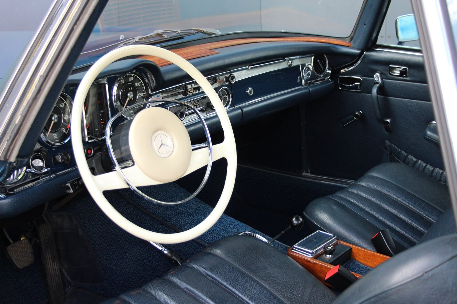 1963 Mercedes-Benz 280 SL Pagoda LHD (Automatic transmission) For Sale (picture 3 of 6)
