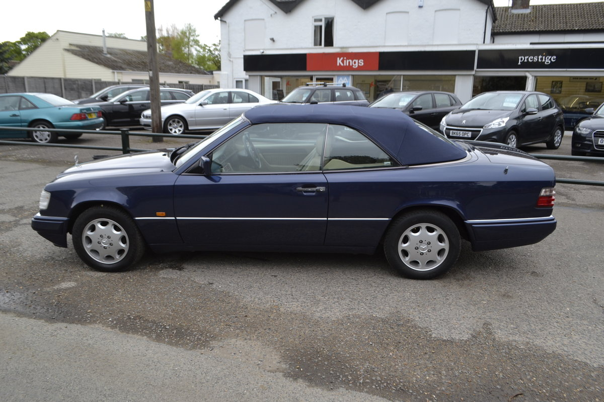 1996 Mercedes E220 Cabriolet – 4 seater For Sale (picture 11 of 12)