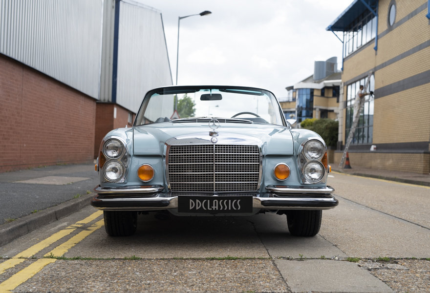 1971 Mercedes Benz 280SE 3.5 Cabriolet For Sale in London For Sale (picture 5 of 12)