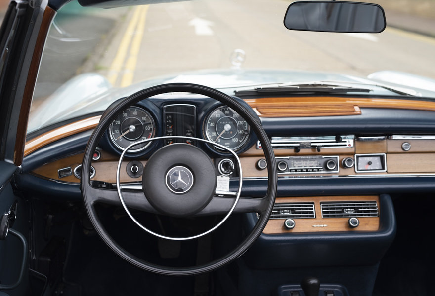 1971 Mercedes Benz 280SE 3.5 Cabriolet For Sale in London For Sale (picture 8 of 12)