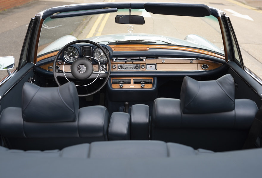 1971 Mercedes Benz 280SE 3.5 Cabriolet For Sale in London For Sale (picture 11 of 12)