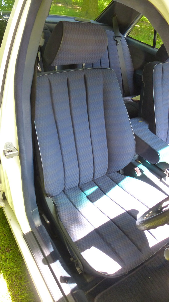 1990 Mercedes 190E 2.0  5 speed manual For Sale (picture 5 of 5)
