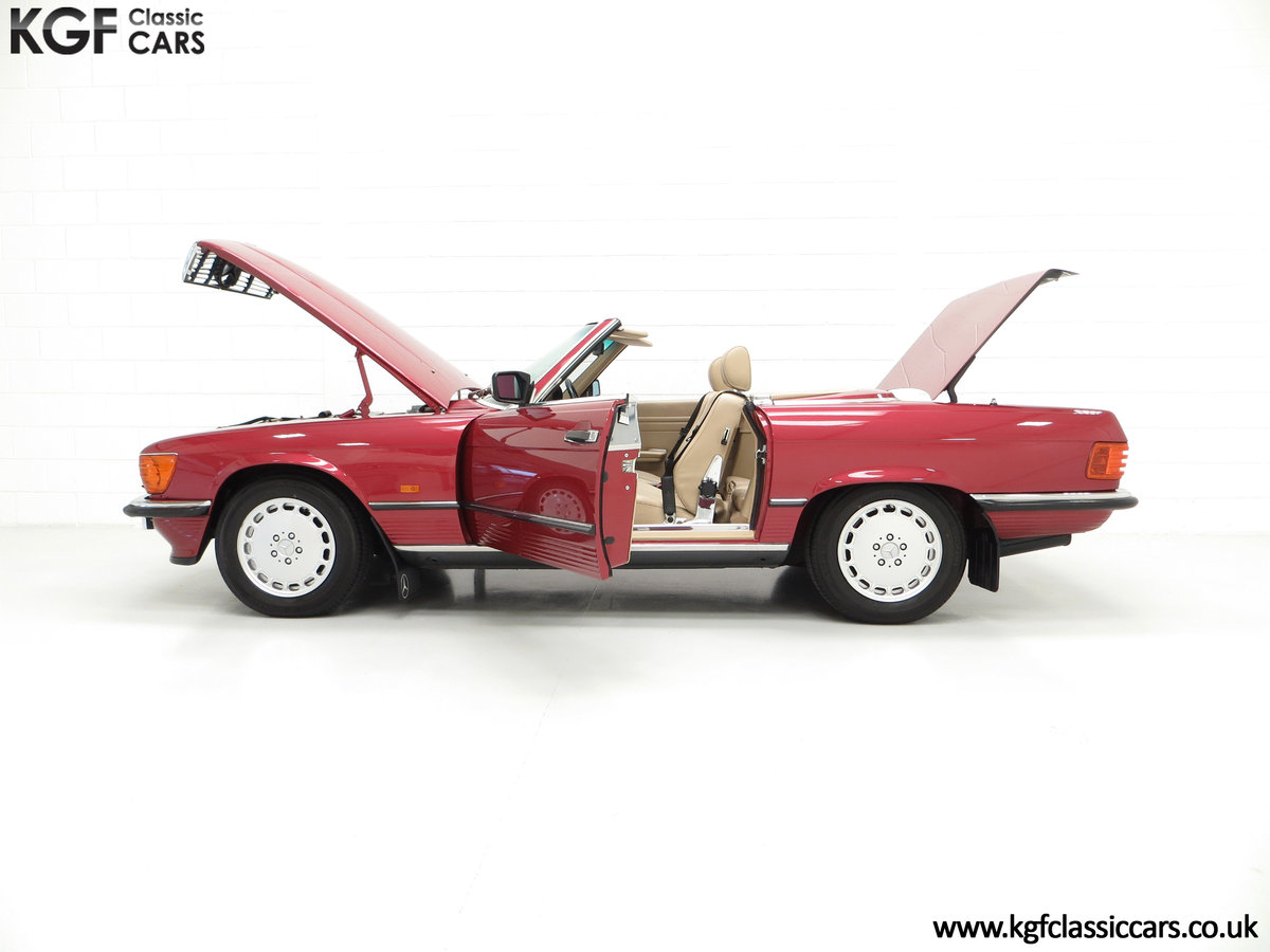 1989 A Mercedes-Benz 300SL R107 with Just 8,983 Miles from New SOLD (picture 3 of 6)
