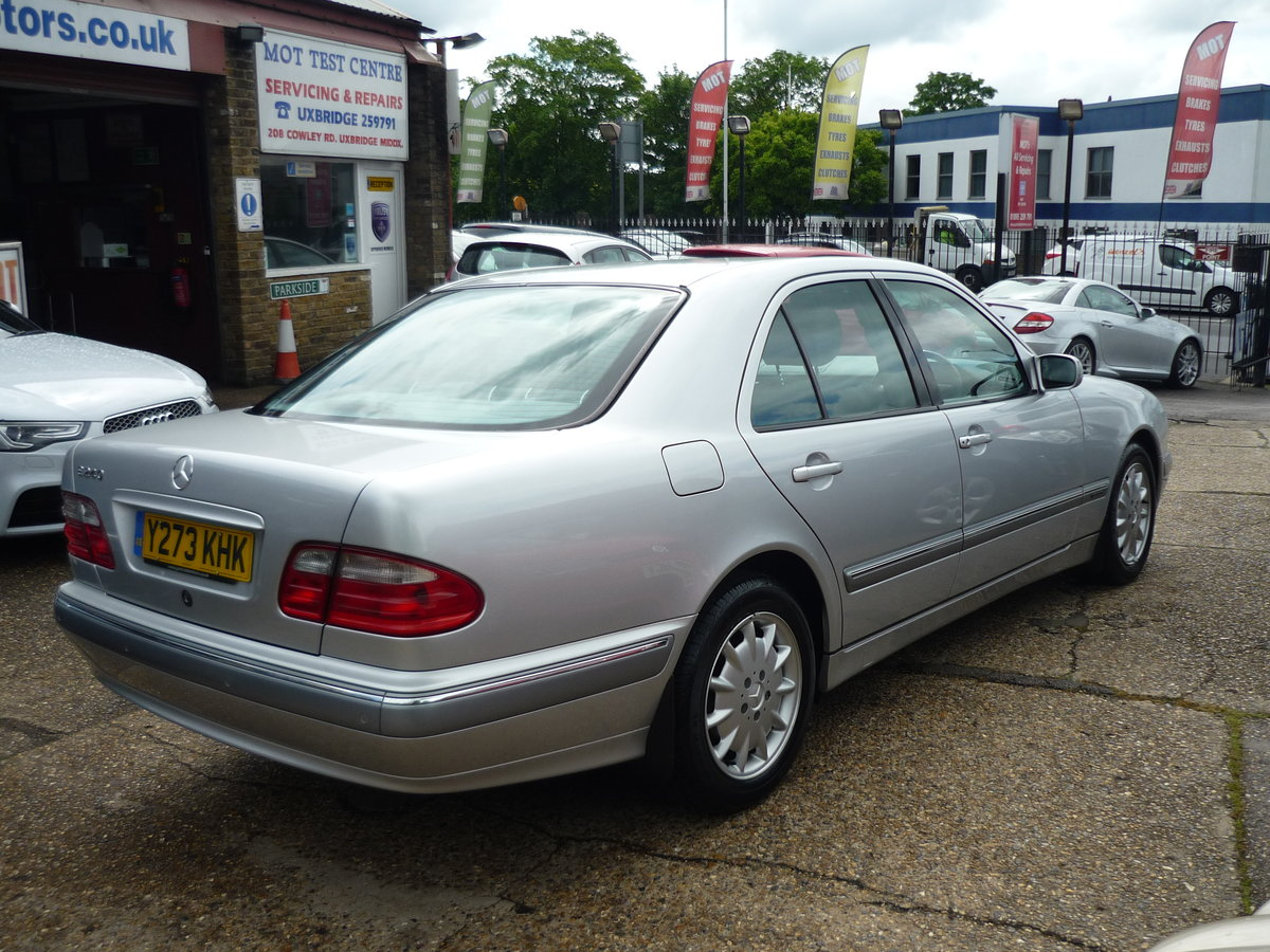 2001 E Class 2.6 V6  E240 Elegance 4dr JUST 20,000 MILES  For Sale (picture 4 of 6)