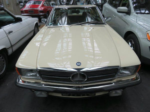 1987 Euro-looks 560SL (Ivory) in MINT condition