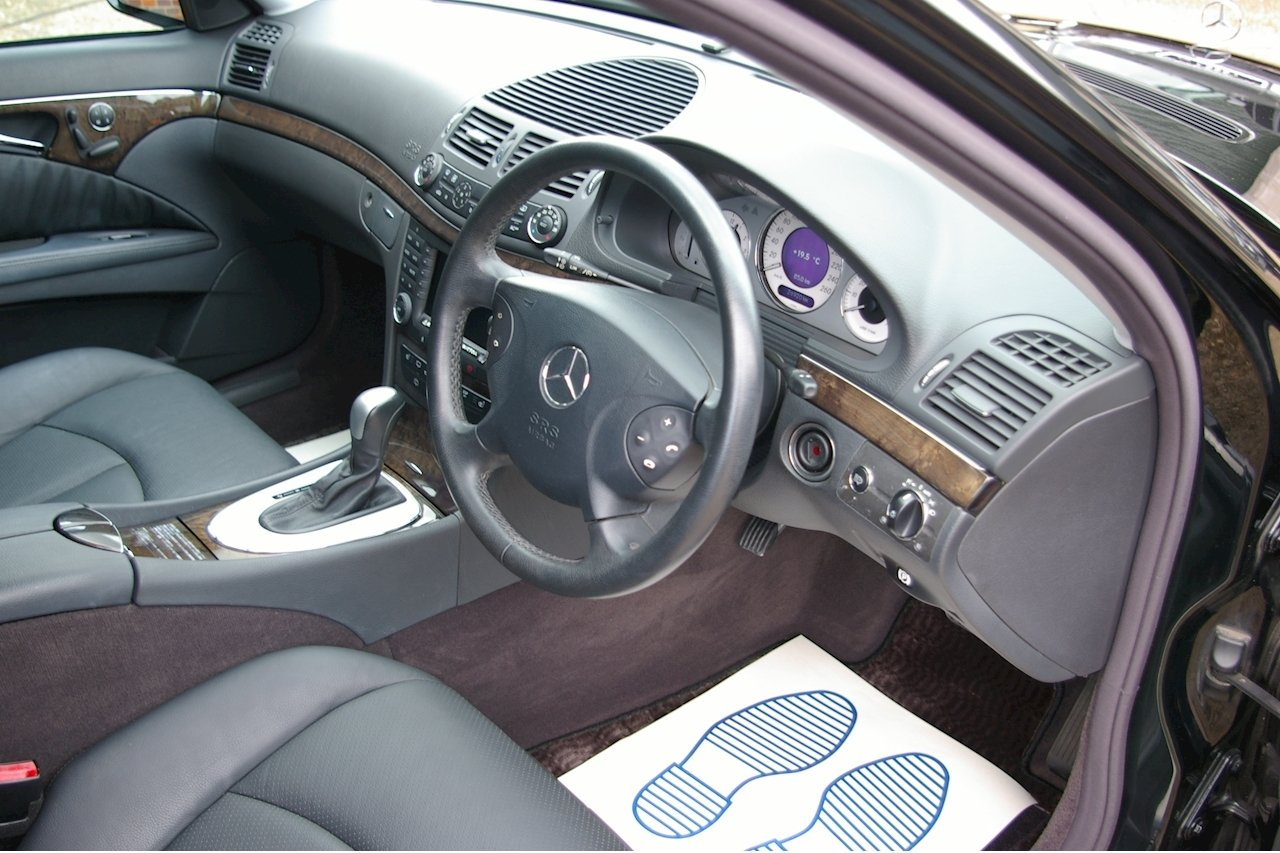 2004 Mercedes-Benz E320 Avantgarde Estate Auto (16,719 miles) SOLD (picture 4 of 6)