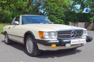 1986 Mercedes 560 SL LHD in Light Ivory For Sale