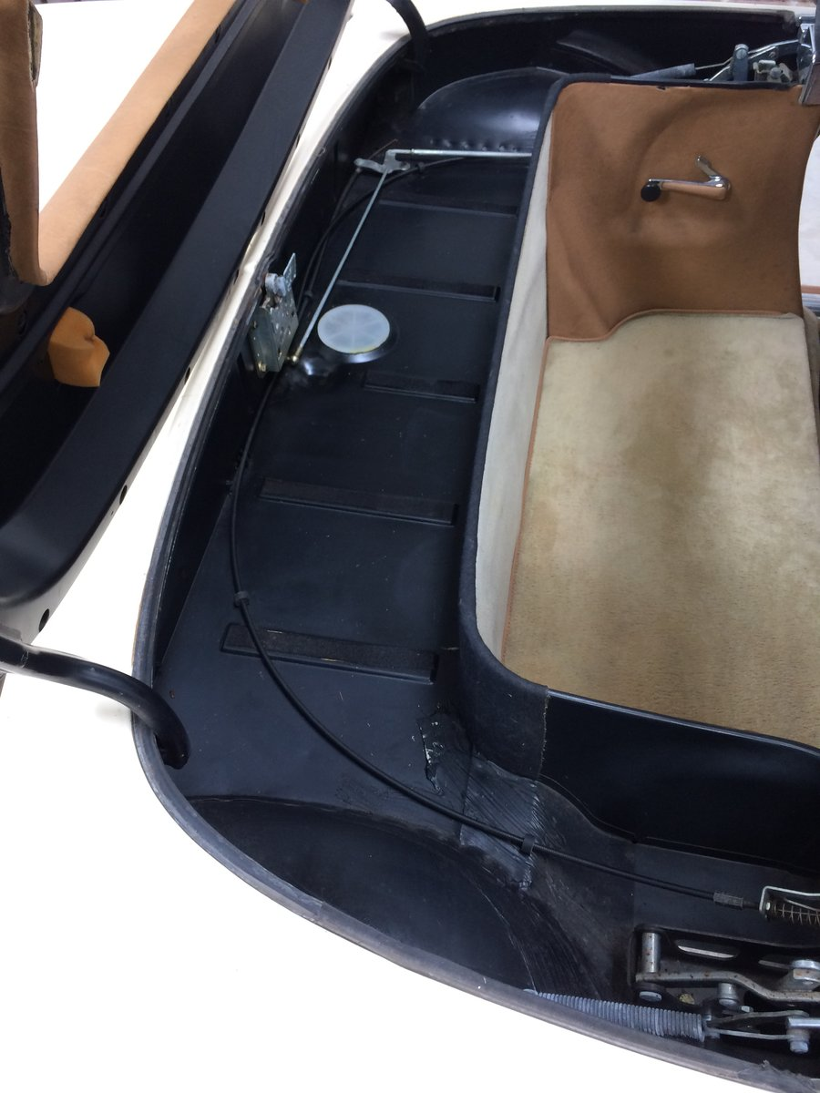 Mercedes 380 SL 1982 For Sale (picture 6 of 6)