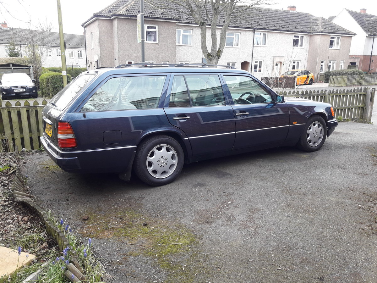 2011 Mercedes 7seater rare manual For Sale (picture 1 of 6)