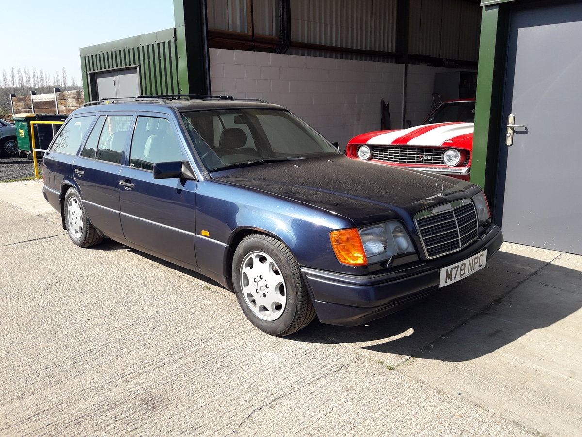2011 Mercedes 7seater rare manual For Sale (picture 2 of 6)