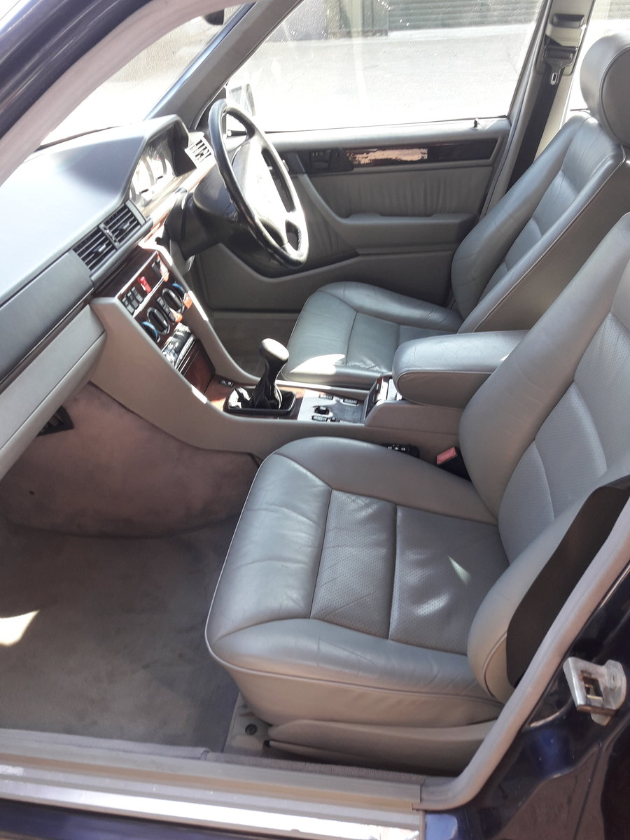 2011 Mercedes 7seater rare manual For Sale (picture 5 of 6)