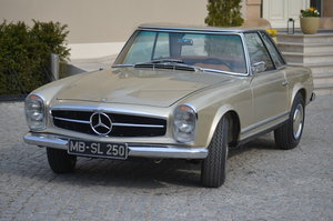 1967 Mercedes 250SL Pagoda Frame Off restored