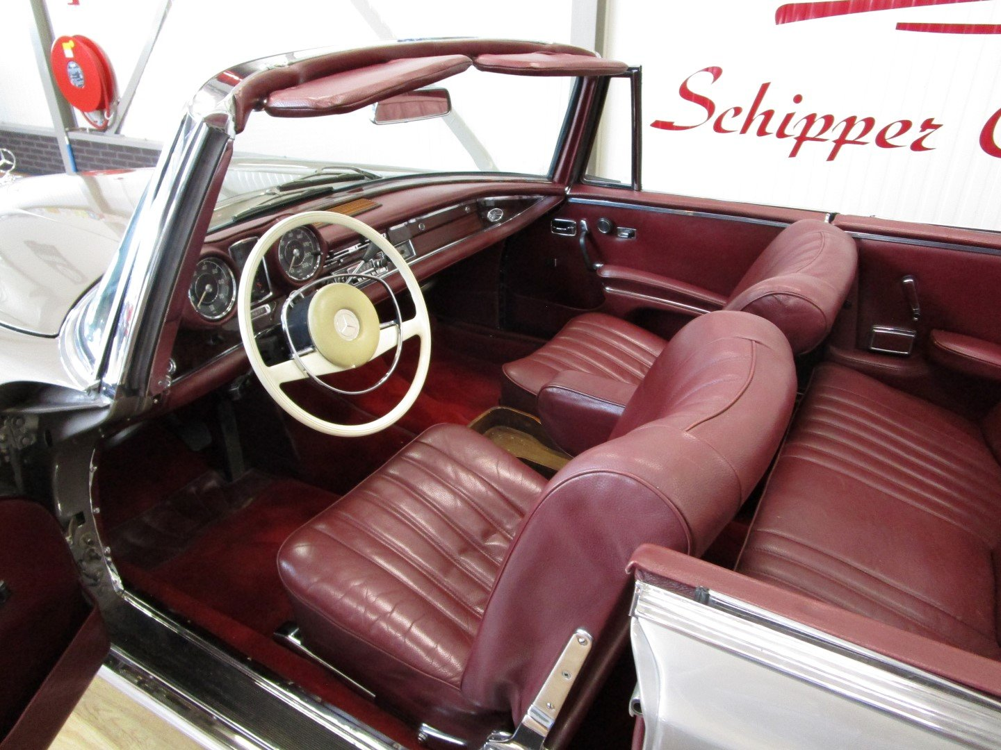 1968 Mercedes 250SE Cabrio W111 Werkscabriolet For Sale (picture 5 of 6)