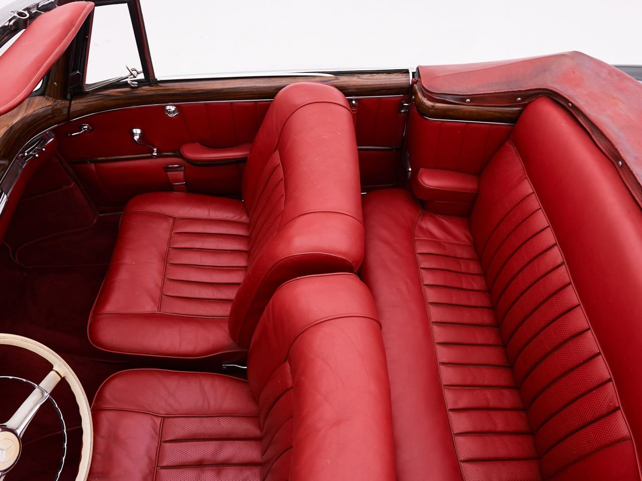 1959 MERCEDES 220S PONTON CABRIOLET for sale For Sale by Auction (picture 3 of 6)