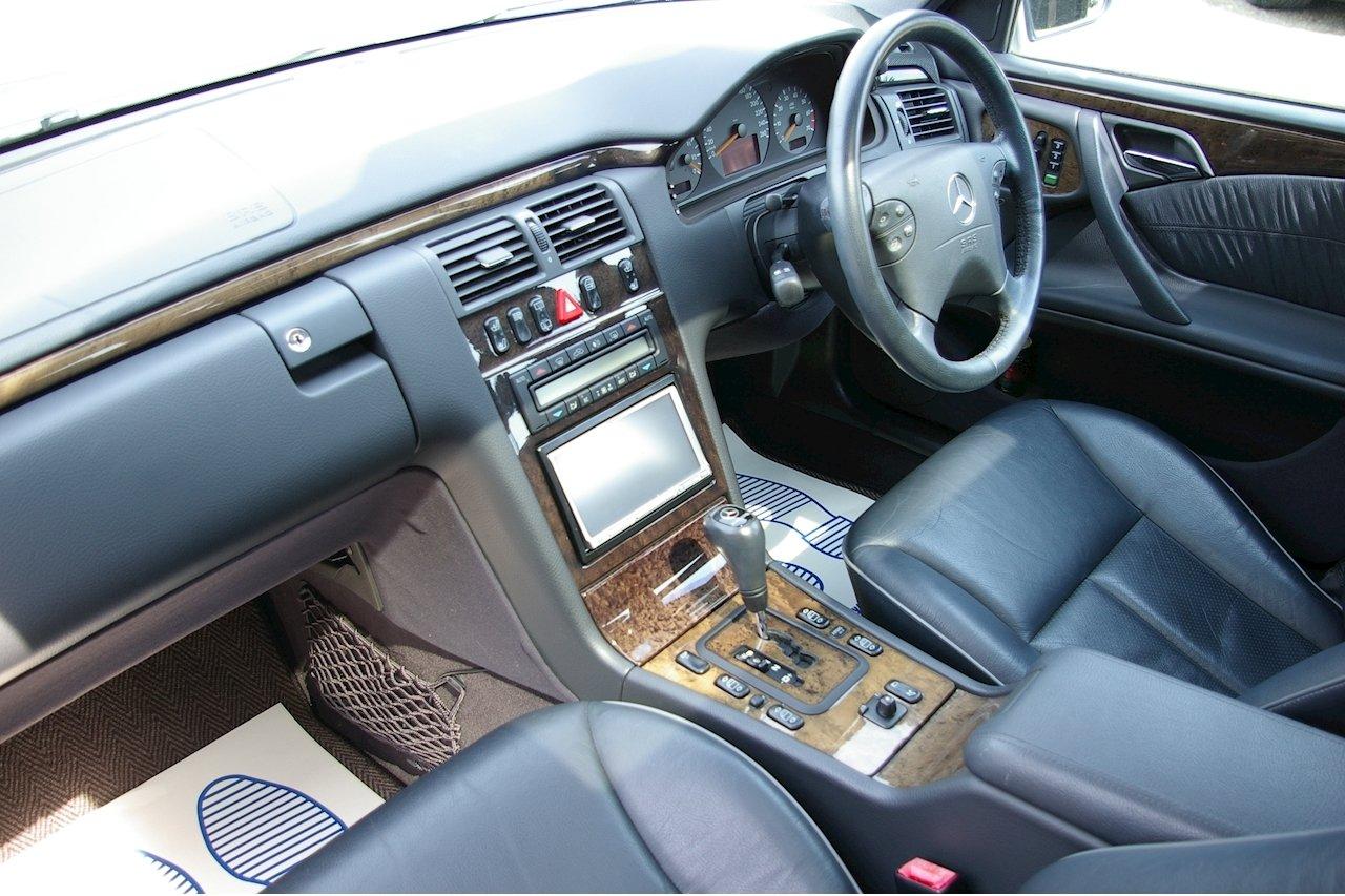 2000 Mercedes-Benz W210 E320 Avantgarde Estate Auto (16560 miles) For Sale (picture 4 of 6)