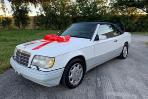 1993 Mercedes E320 Convertible = clean Ivory(~)Navy $13,900 For Sale