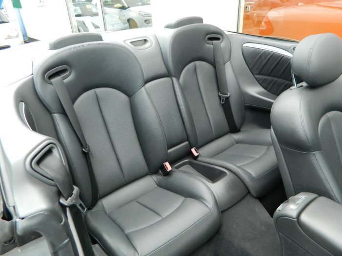 2005/55 Mercedes CLK320 Avantgarde 3.2 Auto Cab 69378 mls For Sale (picture 5 of 6)