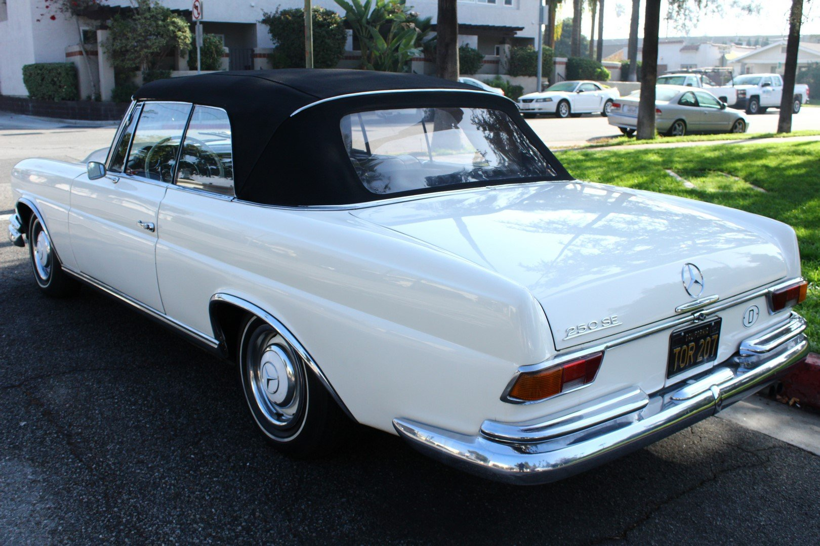 1966 MERCEDES-BENZ 250SE SOLD (picture 2 of 6)