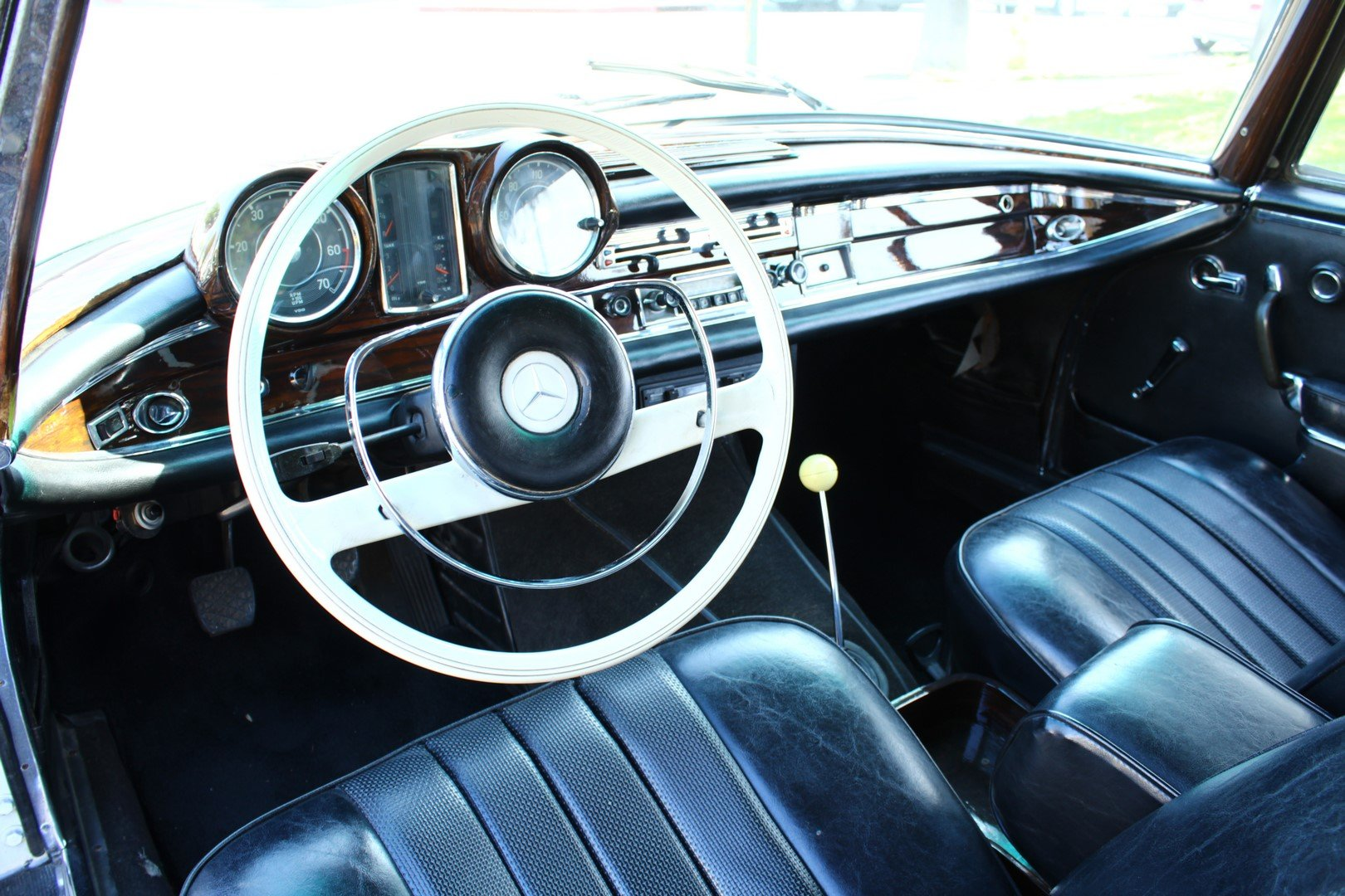 1966 MERCEDES-BENZ 250SE SOLD (picture 3 of 6)